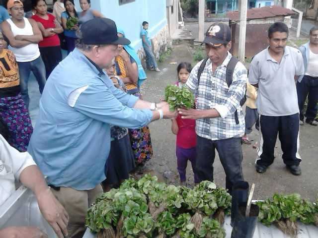 Dave Day handed out seedlings to Oaxaca coffee farmers.   Photo by Saul Solano Guzman