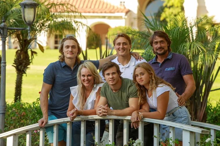 Selanne family portrait_credit Santi Fox/www.santifox.gallery